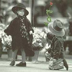 اهنگ عشق یعنی وقتی باش چت میکنی با صدای بچه آریا اکبری دانلود